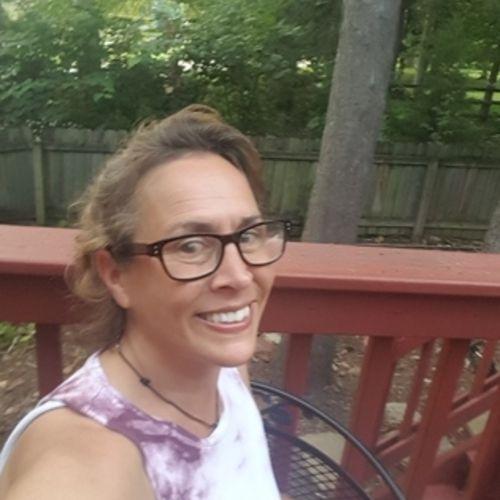 Writer Provider Julie R's Profile Picture