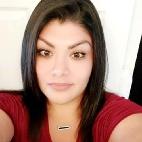 Pet Care Provider Estefany Velasquez's Profile Picture