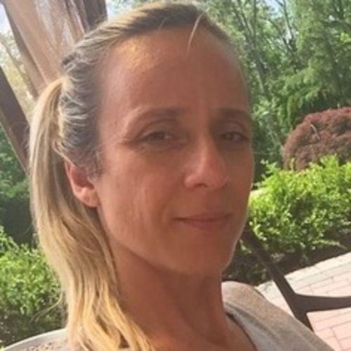 Housekeeper Provider Viviane Ferreira's Profile Picture