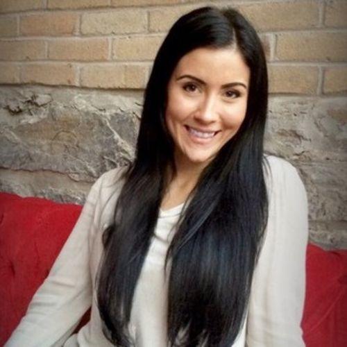 Writer Provider Dominique M's Profile Picture