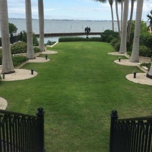 Luxury estate looking for a gardener one day per week
