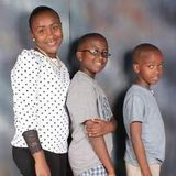 A mother aged 36 years with 2 sons from kenya,sitter willing to put a smile to nice kids!