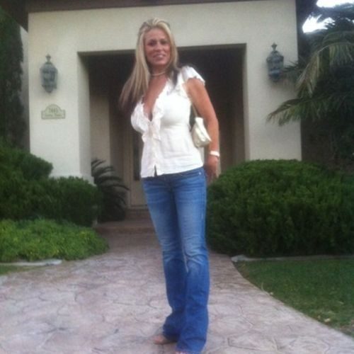 House Sitter Provider Dionne Moschel's Profile Picture
