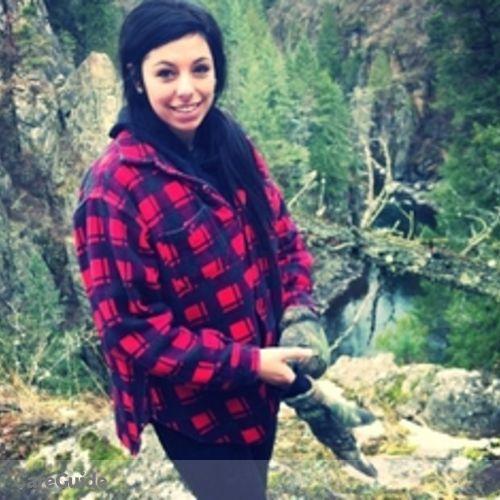 Canadian Nanny Provider Nikita Gartland's Profile Picture