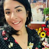 Hello, I am a Mexican woman living in Montreal who has 5 years of experience on house sitting jobs.