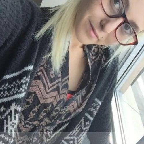Canadian Nanny Provider Emma Blois's Profile Picture