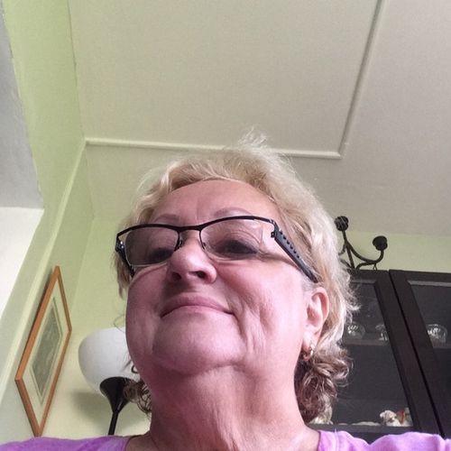 Housekeeper Provider Elzabeth Bartnik's Profile Picture