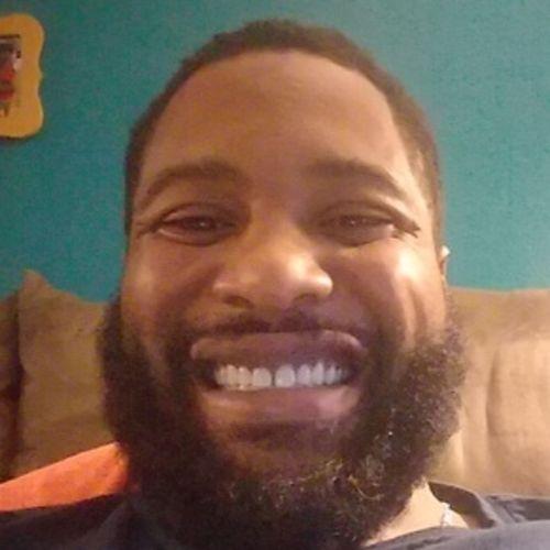 Pet Care Provider Maurice Davis's Profile Picture