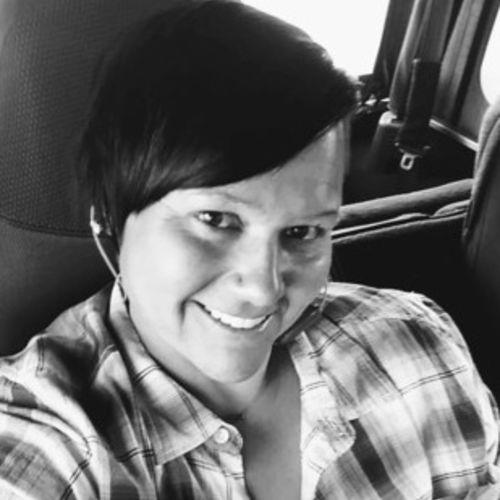 House Sitter Provider Angela Swearingen's Profile Picture