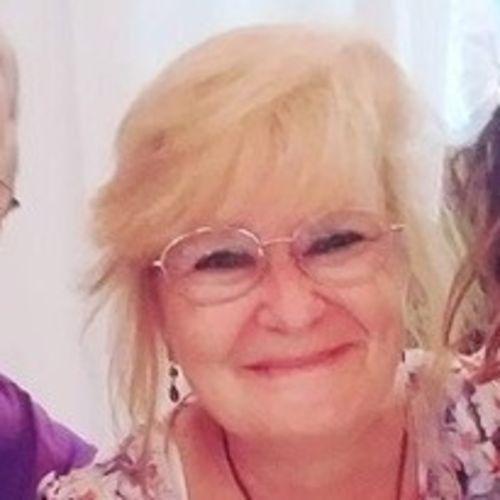 Pet Care Provider Julie W's Profile Picture