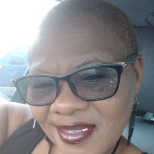 Elder Care Provider Elnora L's Profile Picture