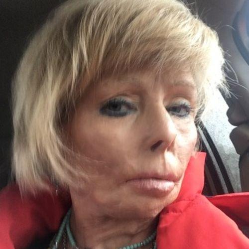 House Sitter Provider Lari Pierce's Profile Picture