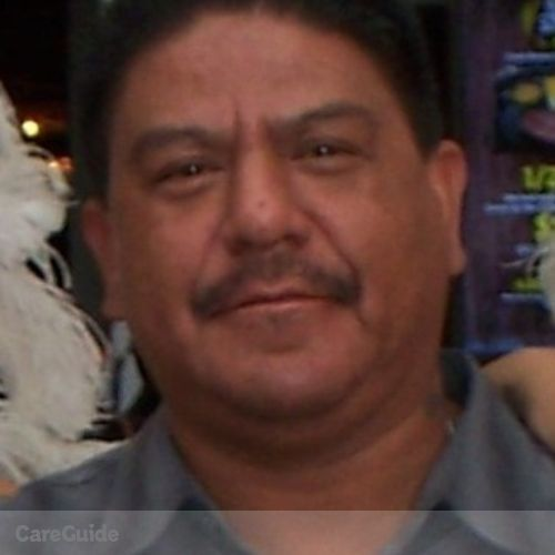 Housekeeper Provider Robert Favela's Profile Picture