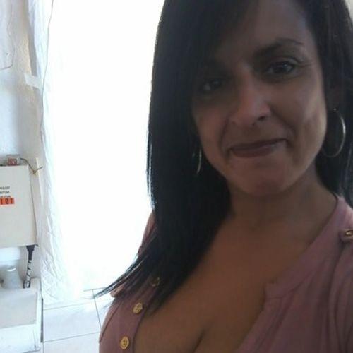 House Sitter Provider Vivian R's Profile Picture