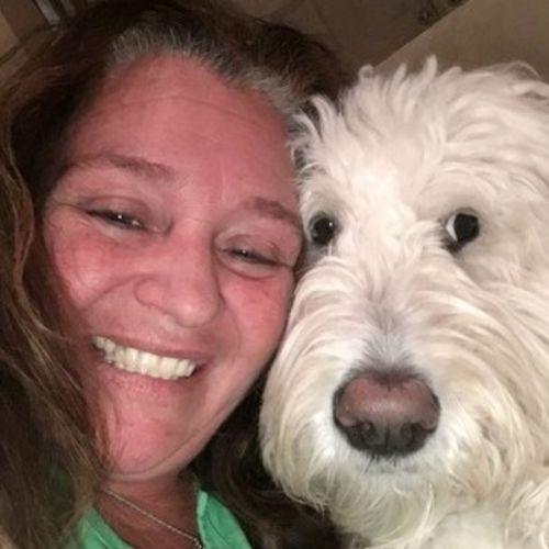 Pet Care Provider Robin Lynch's Profile Picture