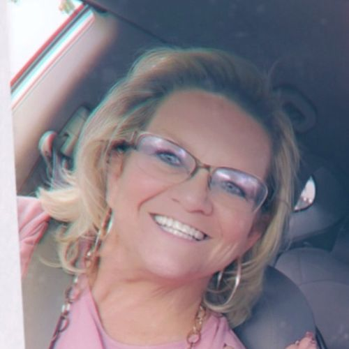 My name is Suzanne .. Denver, Colorado Dog Sitter I am a 55-year-old professional Overnight pet sitting and housesitting
